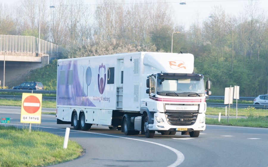 Mobiele praktijk Stichting Mondzorg op de snelweg