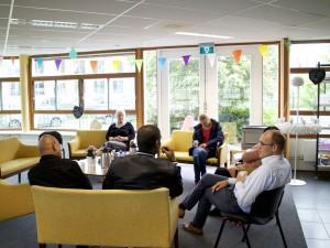 Persoonlijke aandacht voor de cliënten tijdens een outreach bij EC De Rivier
